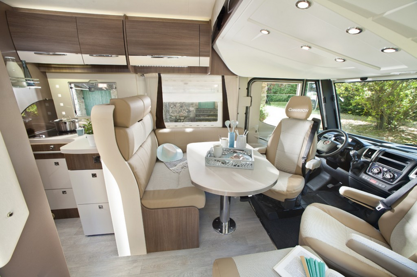 Le camping car le v hicule familial par excellence for Interieur de camping car