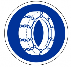 Panneau B26 pour l'obligation des chaînes de voiture sur route de montagne enneigée
